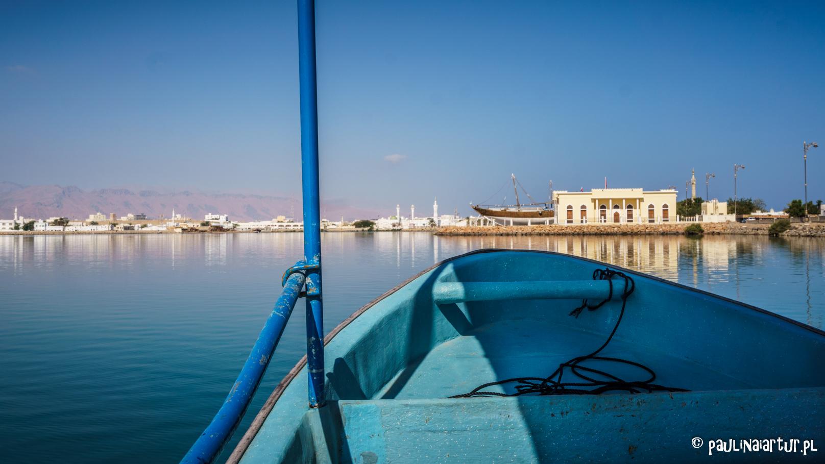 Widok z łódki z Sur